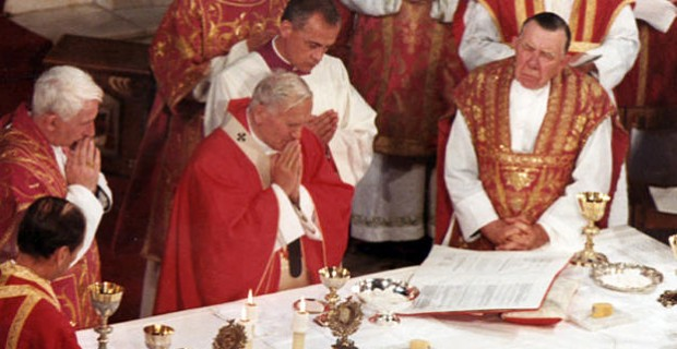 Pope-John-Paul-II-Holy-Mass-Westminster-Cathedral-1982_large-620x320