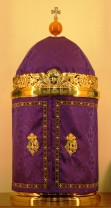 Tabernacle veiled for either advent or lent.
